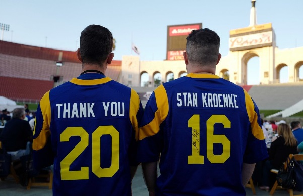 newest 01293 85ab7 Fans and Players of the Former Rams Demand for the Classic ...