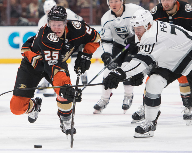 ba2b2dadf (The Anaheim Ducks  Ondřej Kaše out battles the Los Angeles Kings  Tanner  Pearson for a puck. Photo courtesy of Kevin Sullivan