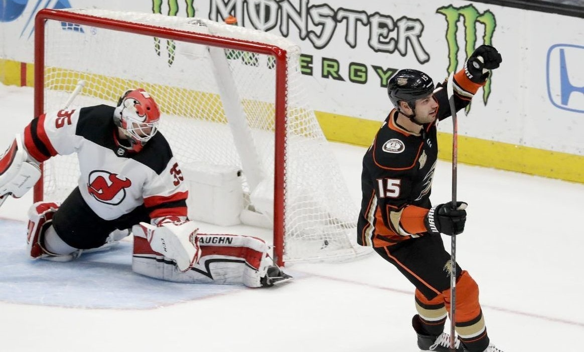 8d5aba3f3 (Ryan Getzlaf of the Anaheim Ducks celebrates after scoring the game-ending shootout  goal against the New Jersey Devils' goaltender Cory Schneider.